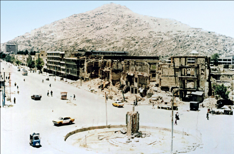 Quelle était la situation de l'Afghanistan avant la première arrivée au pouvoir des talibans ?