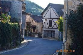 Nous commençons notre balade quotidienne en Occitanie, à Ambeyrac. Village de l'arrondissement de Villefranche-de-Rouergue, il se situe dans le département ...