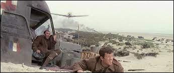 Dans ce film de Verneuil qui se déroule en juin 1940 durant la bataille de Dunkerque, il est Julien Maillat, un jeune soldat français : c'est ...