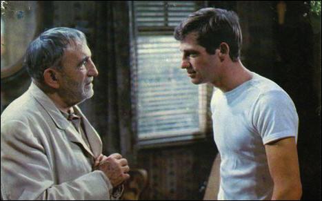 Il est Michel Maudet qui, contraint de renoncer à une carrière de boxeur, se fait engager comme secrétaire et garde du corps d'un vieux banquier (Charles Vanel) : quel est ce film, le troisième et dernier tourné avec Melville ?