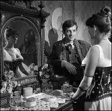 """Il tourne plusieurs films en Italie, dont """"Le Mauvais Chemin"""" (La viaccia) : il y est Amerigo, qui quitte son village pour Florence, y rencontre Bianca (Claudia Cardinale) qui se prostitue dans une maison close. Qui est le réalisateur ?"""