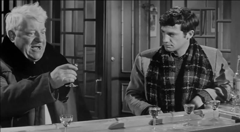 Il est Gabriel Fouquet dans ce film de Verneuil qui se déroule sur la côte normande : c'est le seul film où il joue aux côtés de Jean Gabin :