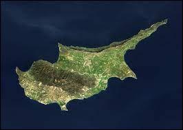 Lequel de ces pays européens possède des enclaves militaires sur l'île de Chypre ?