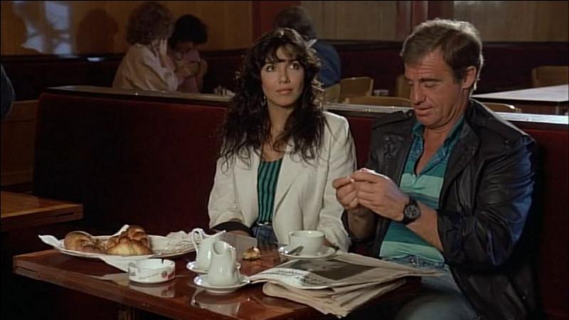 """Elle joue, en 1983, Livia Dolores Maria dans """"Le Marginal"""", puis tient de petits rôles dans """"Joyeuses Pâques"""" et dans """"le Solitaire""""; après leur premier film, ils entament une vie commune de six années : de qui s'agit-il ?"""