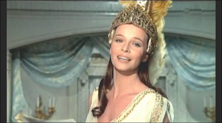 """Ils se rencontrent sur le tournage des """"Mariés de l'An II"""", où elle est Pauline de Guérande, puis elle est Martine dans """"Docteur Popaul"""" en 1972. Après ce film, ils entament une relation parfois orageuse pendant 8 ans. Quelle est cette actrice italienne ?"""