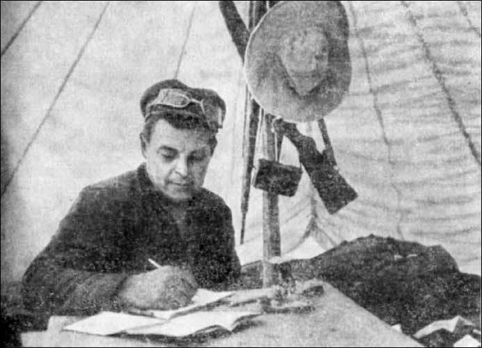 Ivan Efremov (1908-1972) était le chef des expéditions soviétiques en Mongolie après la Seconde Guerre mondiale (entre 1946 et 1949). Lors de l'une d'entre elles, il découvrit un cousin asiatique du T-rex :