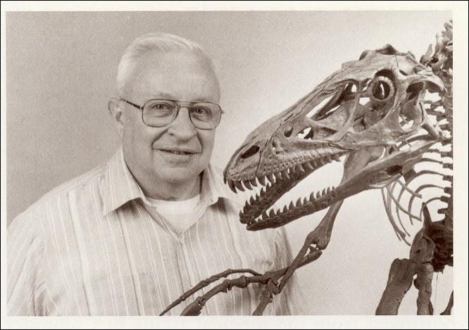 John Ostrom (1928-2005) est un célèbre paléontologue américain. Il découvre en 1964 :