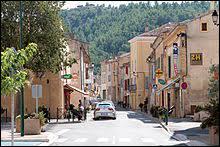Ville de la métropole Aix-Marseille-Provence, Meyrargues se situe dans le département ...