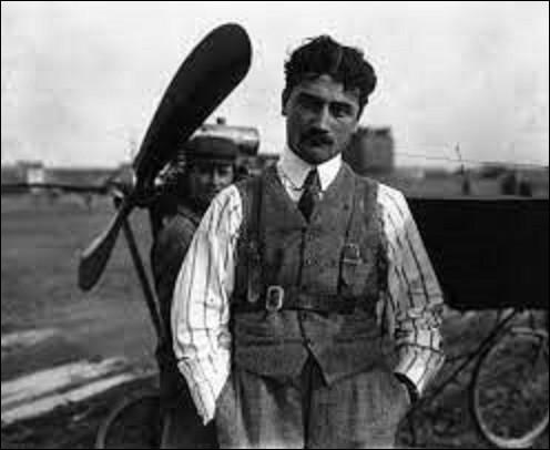 23 septembre 1913 : Quel aviateur français réussit la première traversée de la Méditerranée, en reliant Saint-Raphaël (Var) à Bizerte en Tunisie (730 km), en 7 heures et 53 minutes, à bord d'un monoplan Maurane-Saulnier ?