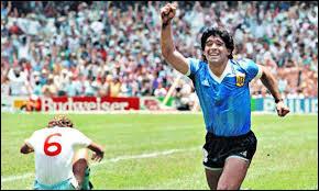 """Contre quelle équipe Maradona marque-t-il un doublé avec le """"but du siècle"""" et la """"main de Dieu"""" ?"""