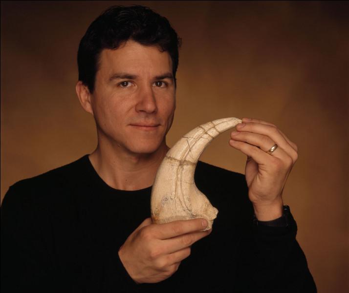 Paul Sereno (1957- ) est un paléontologue qui a découvert des nouvelles espèces de dinosaures dans le monde entier. En 1993, il décrit le plus vieux dinosaure de tous les temps. Il s'agit de...