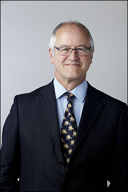 Michael Benton (1956- ) est un paléontologue auteur de nombreux livres sur les dinosaures pour les enfants. Il a aussi été consultant et conseiller scientifique pour :