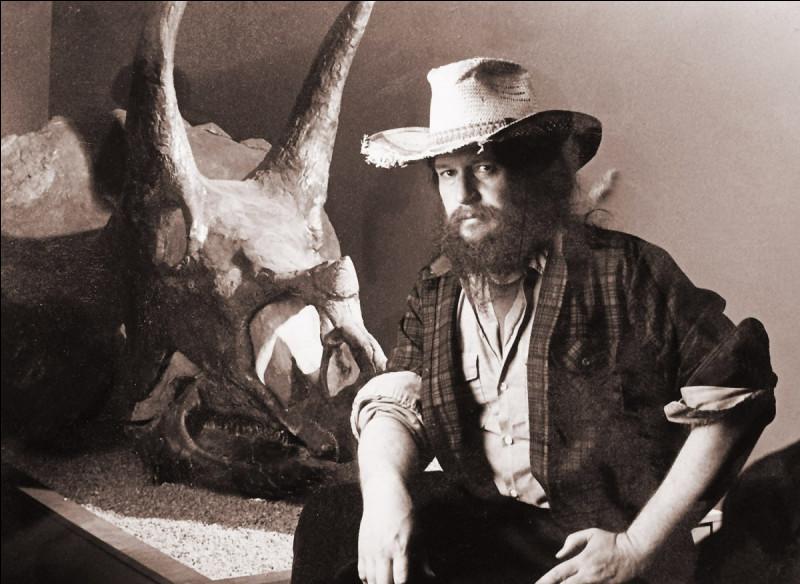 Voici mon paléontologue préféré Robert Bakker (1945- ). Dès l'année 1968, il publie de nombreux articles et il voulait prouver que :