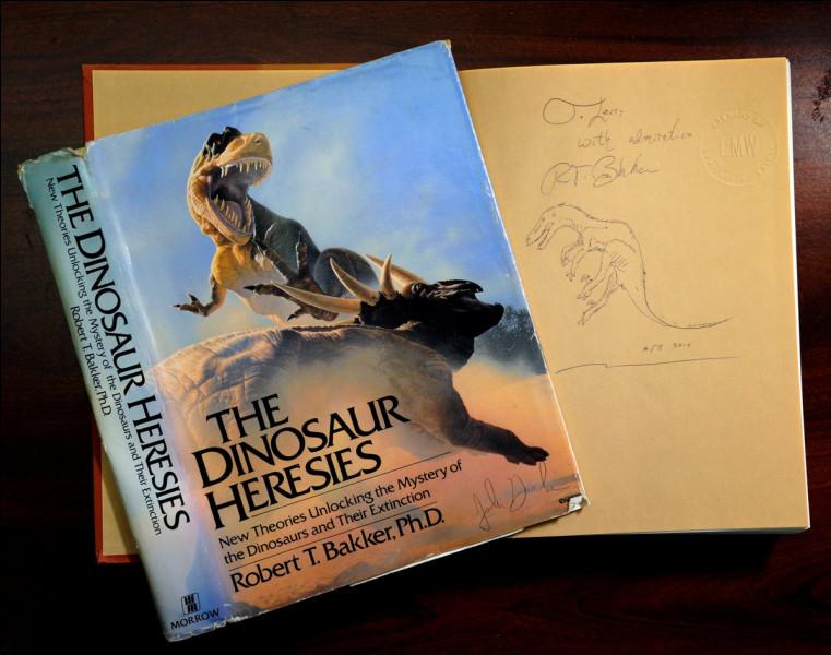"""En 1986, il publia son plus grand livre """"The Dinosaur Heresies"""". Son livre a servi de modèle pour les dinosaures décrits dans le roman :"""
