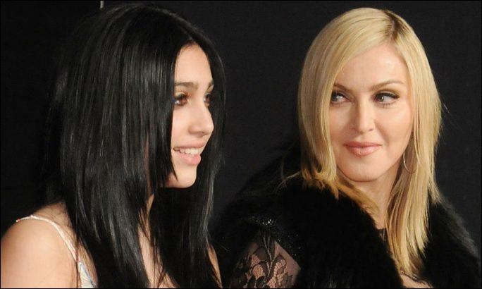 Qui est cette égérie de la marque de composants en cristal Swarovski, fille de Madonna ?