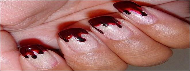 Elle adore vernir ses ongles dans les nuances ... pour Halloween !