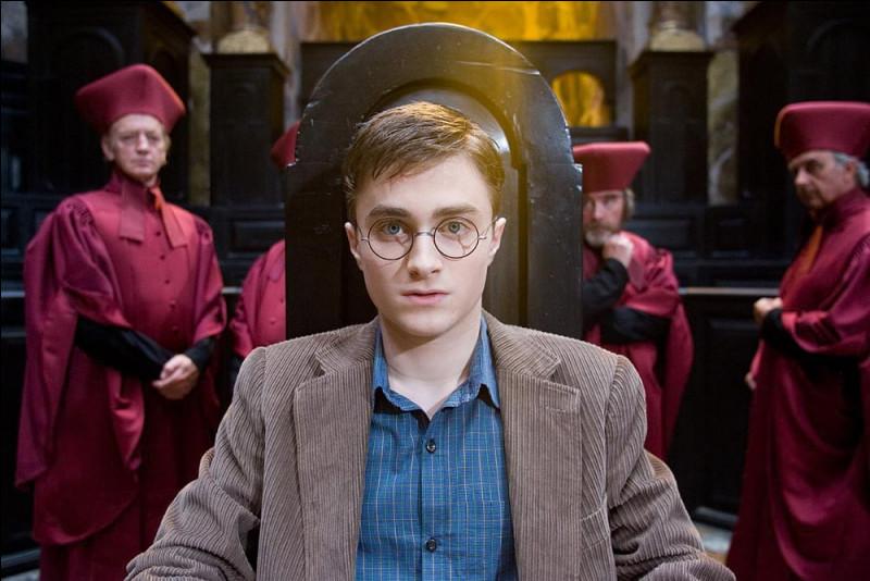 Pourquoi Harry est-il renvoyé de Poudlard ?