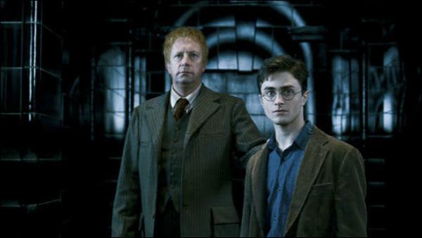 Comment Arthur et Harry se rendent-ils au ministère de la Magie ?