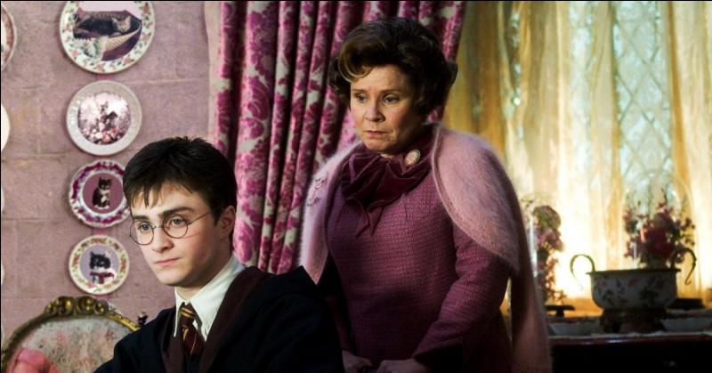 Quelle phrase Ombrage écrit-elle sur la main de Harry ?