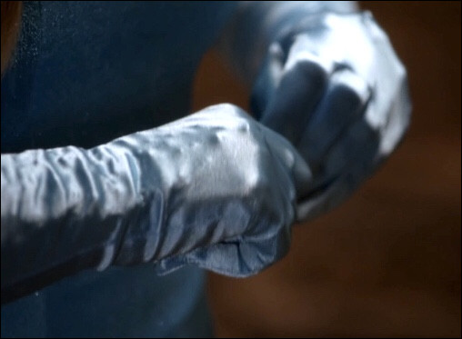 Dans quel Disney ces gants bleus apparaissent-ils ?
