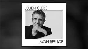 """Qui visite Julien Clerc en Égypte dans les paroles de """"Mon Refuge"""" ?"""