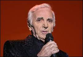 Dans le deuxième couplet de ''For me formidable'' ,quelle est la langue que Charles Aznavour a parlée pour lui plaire ?