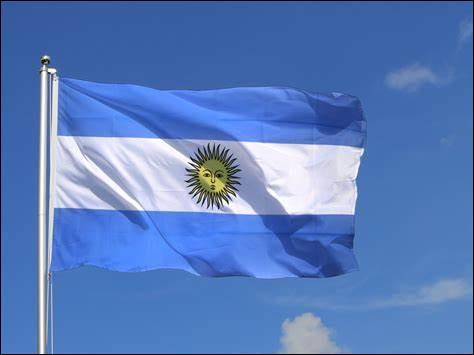 Voici maintenant un pays d'Amérique du Sud partageant ses frontières avec le Chili à l'ouest, la Bolivie et le Paraguay au nord, le Brésil et l'Uruguay au nord-est, enfin l'océan Atlantique à l'est et au sud. Lequel est-ce ?