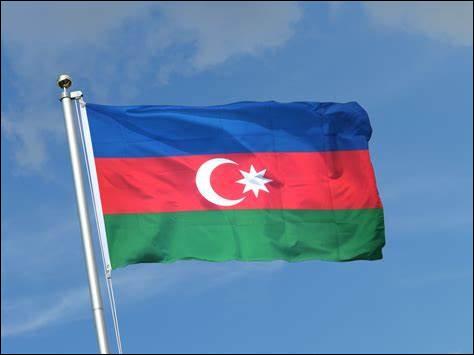 Drapeau d'un pays du Caucase situé sur la ligne de division entre l'Europe et l'Asie. Bakou est sa capitale. Quel est ce pays ?