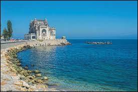 Laquelle de ces mers borde la Roumanie ?
