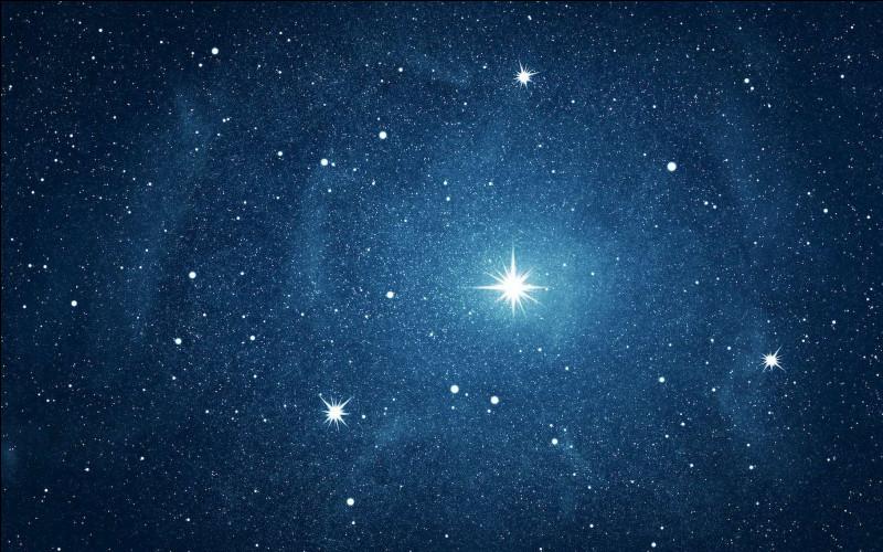 Par une belle nuit étoilée, écartez-vous de la lumière des villes et levez la tête. Dans des conditions optimales, combien d'étoiles environ peut-on percevoir à l'œil nu ?