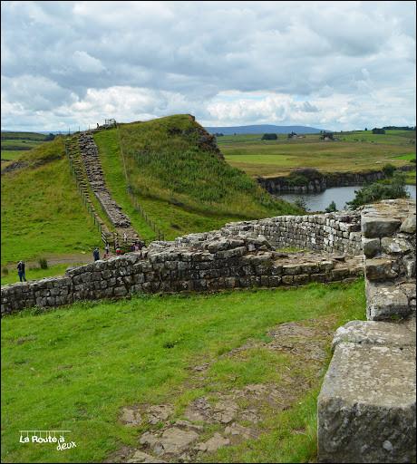 En quelle année fut construit le mur d'Hadrien ?