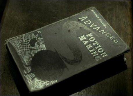 Où Harry trouve-t-il le livre du Prince de Sang-Mêlé ?