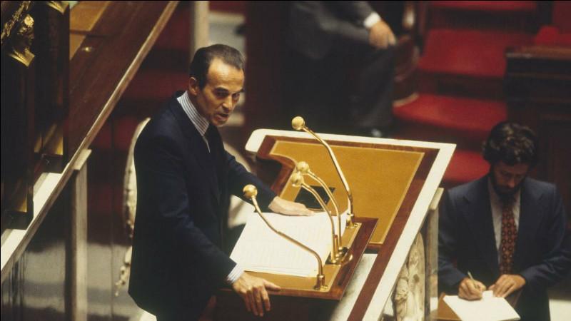 Robert Badinter, garde des sceaux, fait adopter par l'Assemblée l'abolition de la peine de mort en France : c'était le 18 septembre ...