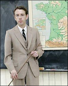 Le professeur d'histoire soupçonne les élèves d'avoir triché pendant une interrogation. Que décide-t-il de faire ?