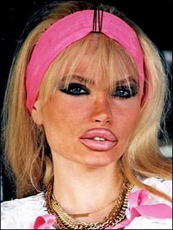 Qui est cette Lolo, chanteuse, actrice pornographique au physique hors normes qui se suicide le 5 mars 2000 ?
