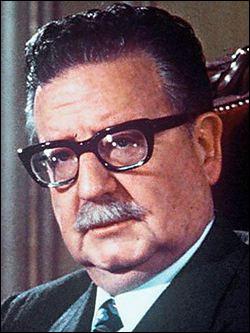 Qui est ce Salvador, président de la République du Chili du 3 novembre 1970 au 11 septembre 1973 date où il se suicide dans le palais de la Moneda pour échapper à la junte militaire du général Pinochet ?