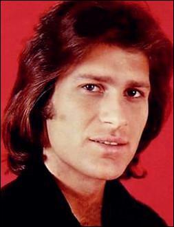 Qui est ce Mike, chanteur et compositeur israélien qui décide de mettre fin à ses jours le 26 avril 1975 à l'âge de 28 ans ?