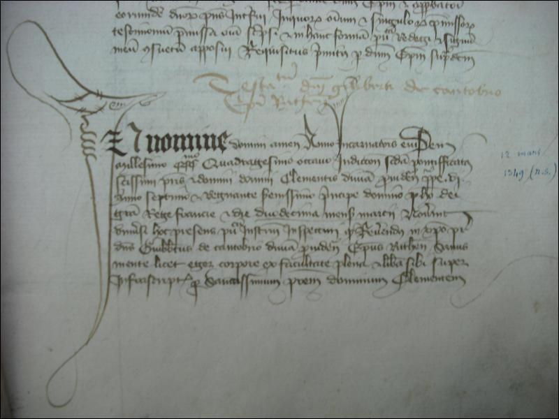 Commençons par une question facile. Quelle est la lettrine qui commence ce texte (le gros dessin à gauche) ? Attention, ce texte est en latin.