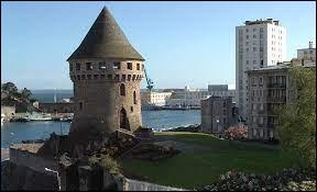Dans quel département se situe la ville de Brest ?