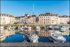 Dans quel département se situe la ville de Vannes ?