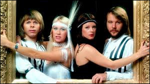 """Complétez le titre d'un célèbre single de ABBA : """"Dancing..."""