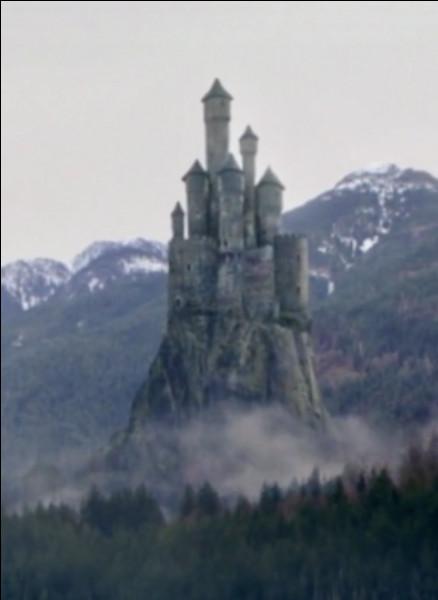 Comment s'appelle le château de Maléfique ?