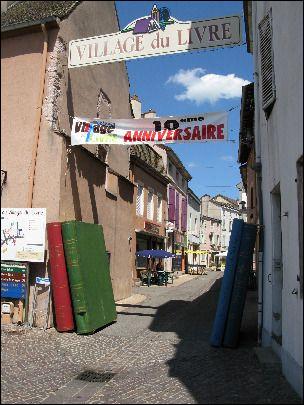 Cuisery, qui compte 20 librairies, village bourguignon situé sur la rive gauche de la plaine de la Saône, se trouve dans le département de l' / la ...