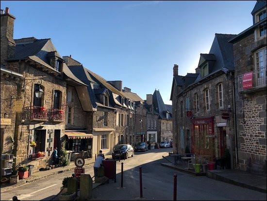 Bécherel, bâtie sur une colline au dessus de la vallée de la Rance, l'un des plus anciens villages du livre, depuis 1987, se trouve dans de département de l'/du/de la ...