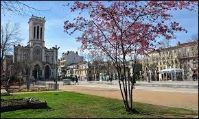 Dans quel département se situe la ville de Saint-Étienne ?