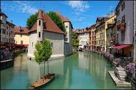 Dans quel département se situe la ville d'Annecy ?