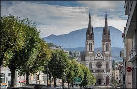 Dans quel département se situe la ville de Voiron ?