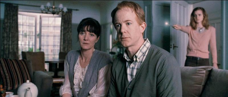 Quel sortilège Hermione utilise-t-elle sur ses parents ?