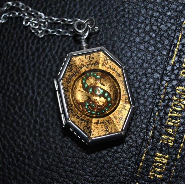 Qui possède le véritable médaillon de Salazar Serpentard ?