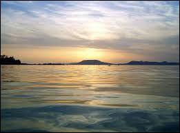 Dans quel pays se situe le lac Balaton ?